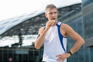 runner eating nutrition bar